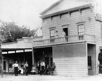 Hotel Little Peacock in Monticello, circa 1905